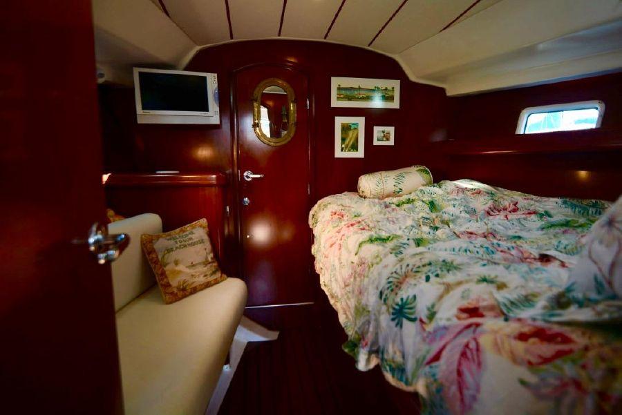 Beneteau 411 Sailboat Interior