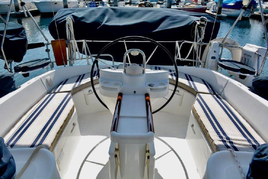 Beneteau 411 Sailboat Cockpit