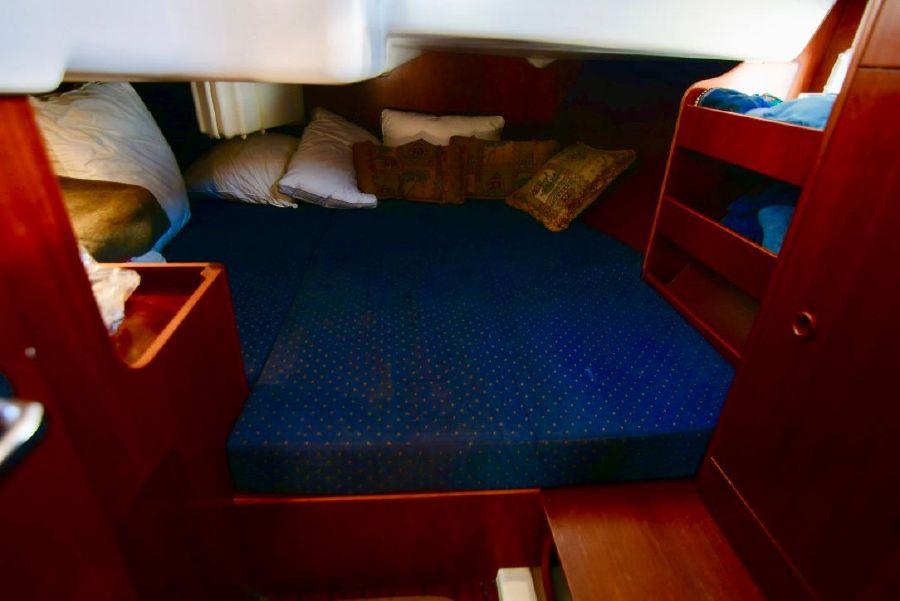 Beneteau 411 Sailboat Cabin