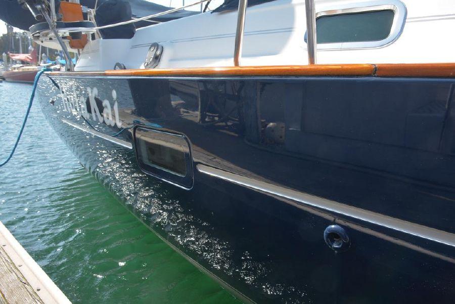 Beneteau 411 Sailboat Freeboard