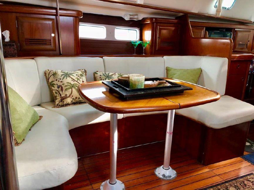 Beneteau 411 Sailboat Dining Settee