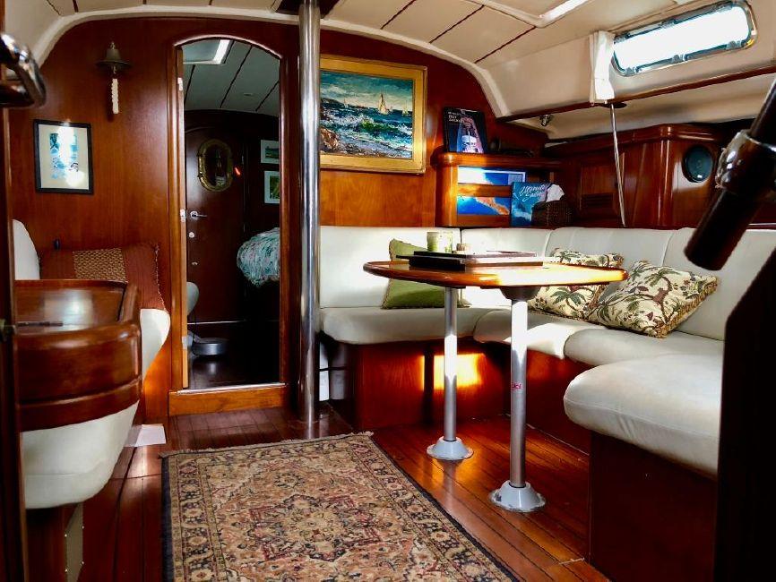 Beneteau 411 Sailboat Salon
