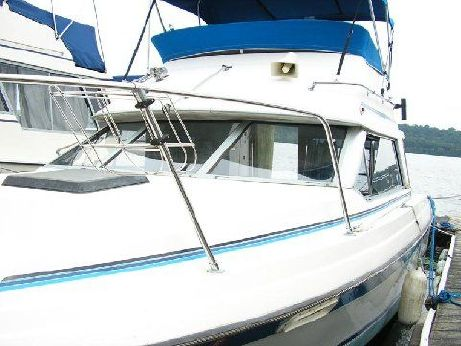 1988 Bayliner 2556 COMMAND
