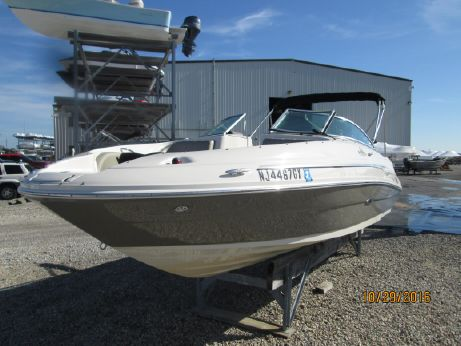 2006 Sea Ray 220 Sundeck