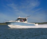 2020 Boston Whaler 325 Conquest