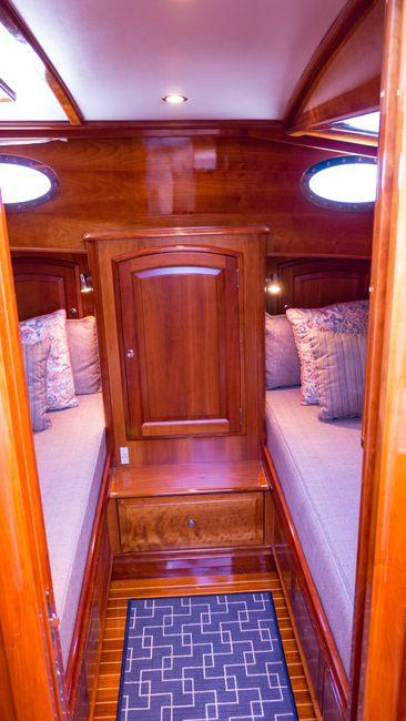 Hinckley Talaria 55 Flybridge Guest Stateroom