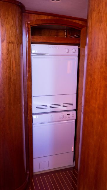 Hinckley Talaria 55 Flybridge Washer Dryer