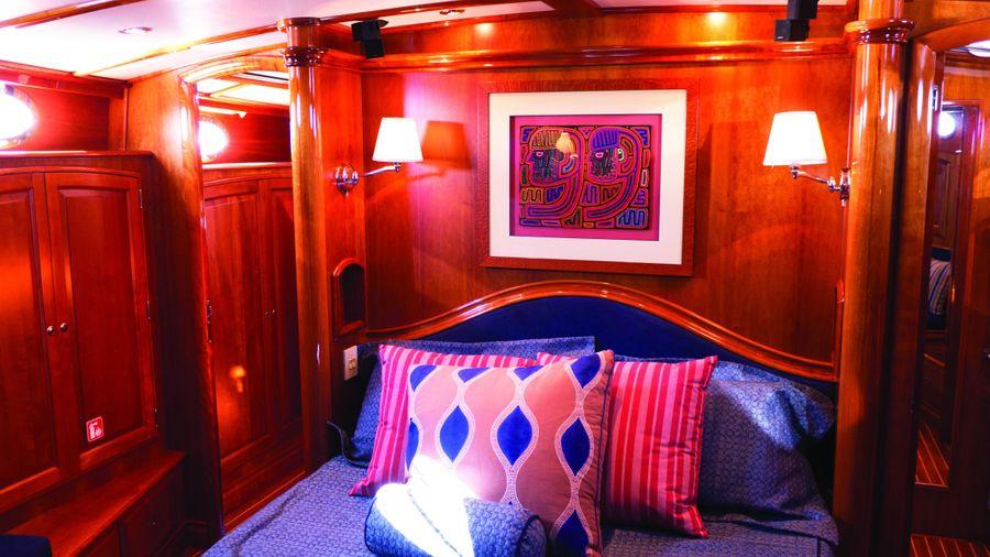 Hinckley Talaria 55 Flybridge Master Bed