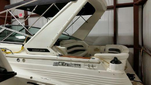 1992 Cruisers Yachts 3070 Rogue