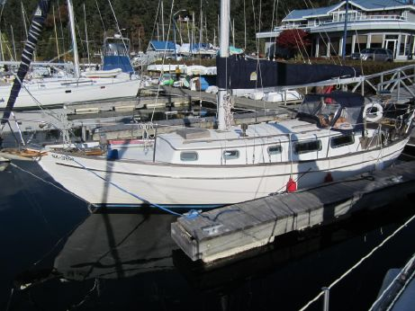 1982 Roughwater 33 Sloop