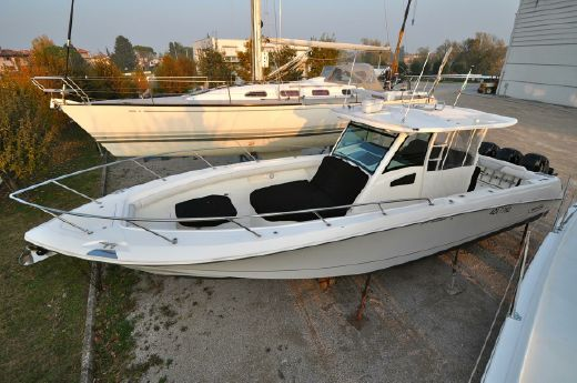 2011 Boston Whaler Outrage 370