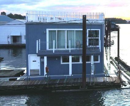 1995 Boathouse (Remodeled 2012) Boathouse with Studio Apartment