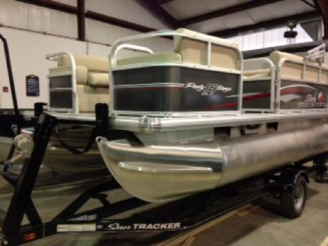 2016 Suntracker PARTY BARGE 16
