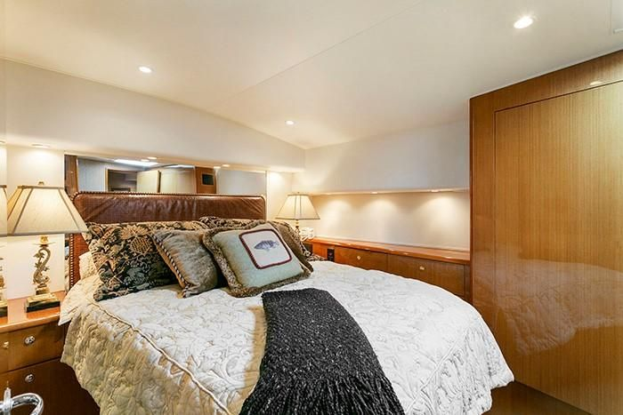 2001 Viking 55 Convertible Master Bed