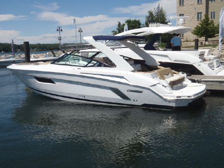 2015 Cruisers Sport Series 328 Bow Rider