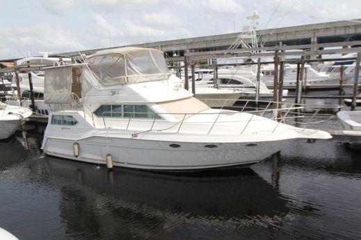 1996 Cruisers Yachts 3950 Motoryacht