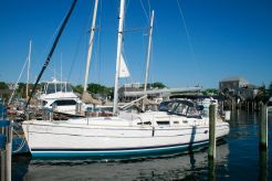 2004 Hunter 44 Aft Cabin Sloop