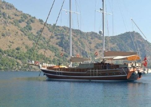 2010 24 M 2 Engins Laminated Mahogany Ketch