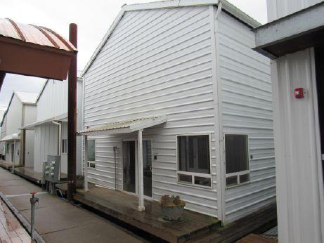 1985 64' Boathouse