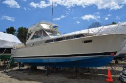 1965 Chris Craft Commander 38 Flybridge Cruiser