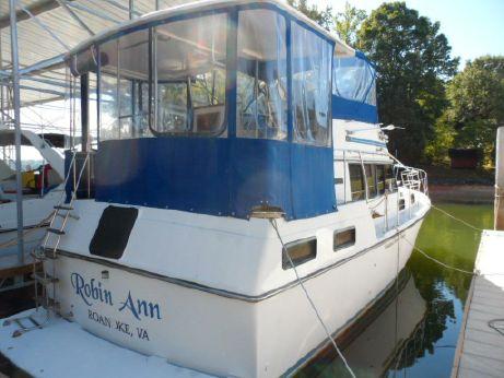 1984 Carver Yachts 3607 Aft Cabin