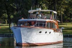 1954 Chris Craft 45'  Flybridge Motor Yacht