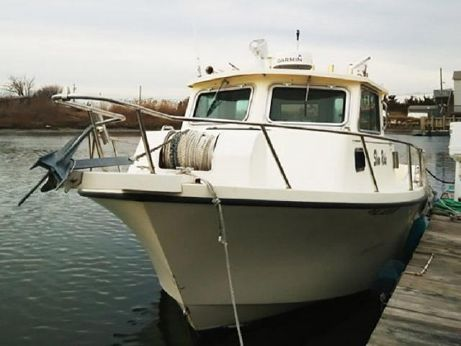 2004 25 Parker Pilothouse