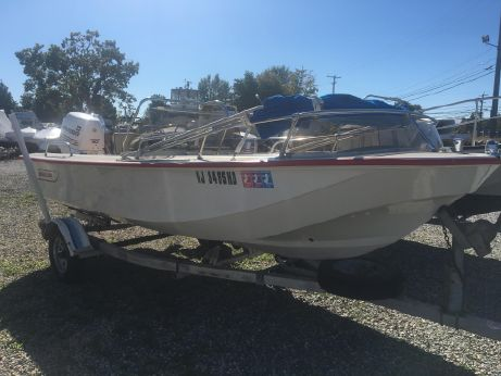 1982 Boston Whaler 17 Newport
