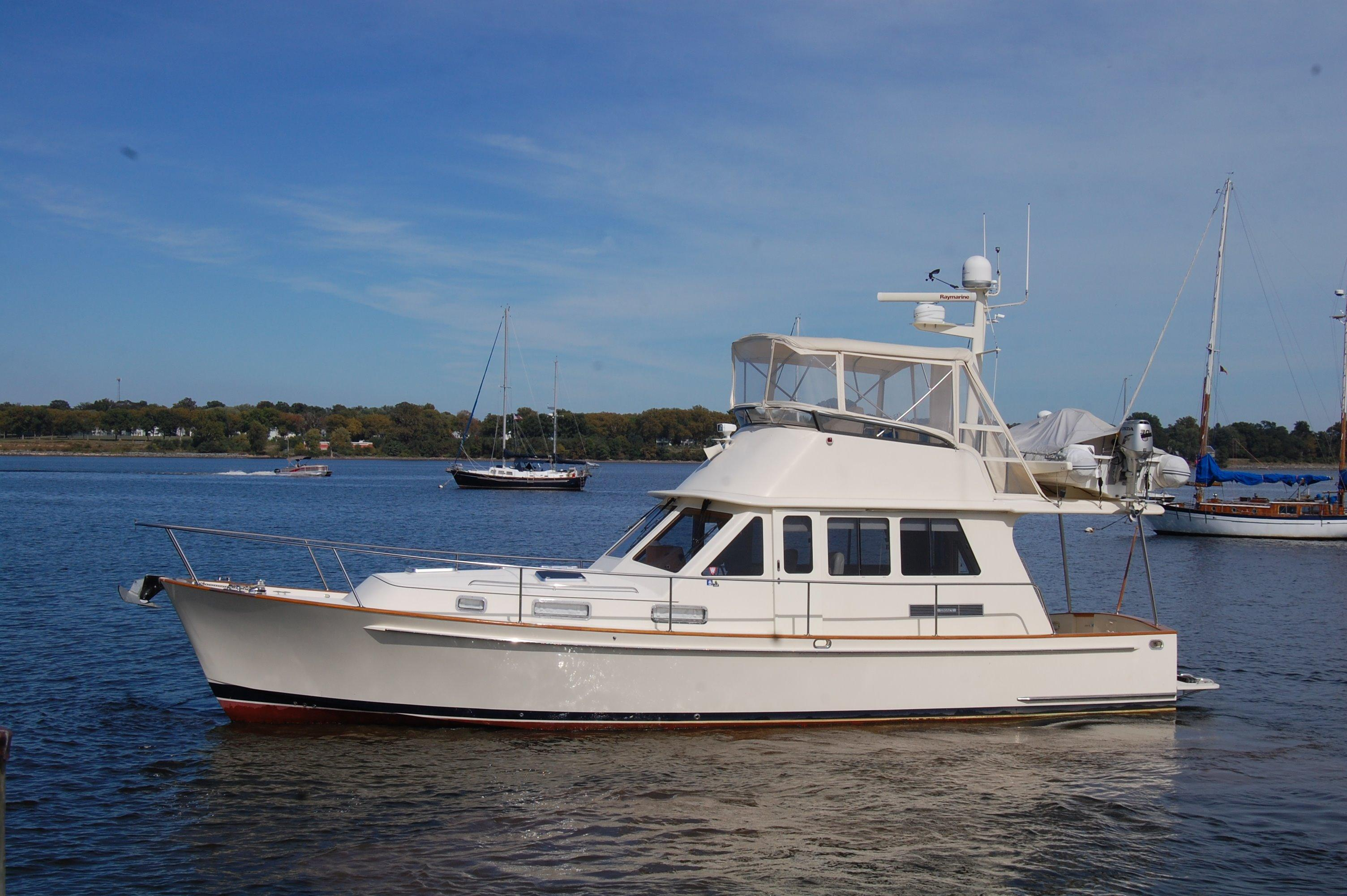 Legacy Yachts Sedan  Bridge Twin Eng, Ext HT, Annapolis, MD
