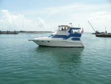 1995 Cruisers Yachts 3950 Aft Cabin