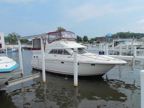 1996 Cruisers Yachts 3650