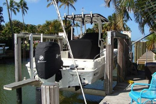 2015 Boston Whaler 240 Dauntless Center Console