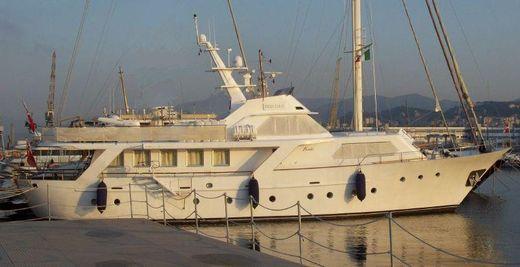 1975 Benetti 26 round stern