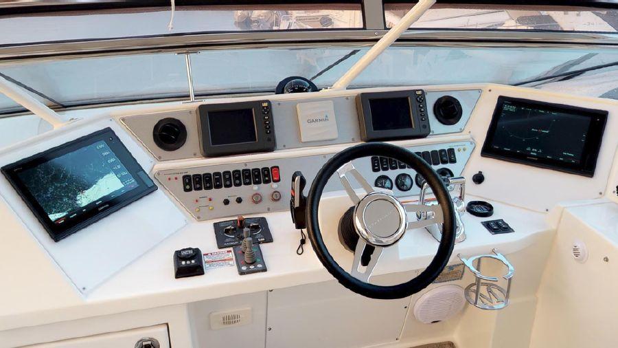 Marquis 690 Flybridge Helm Electronics