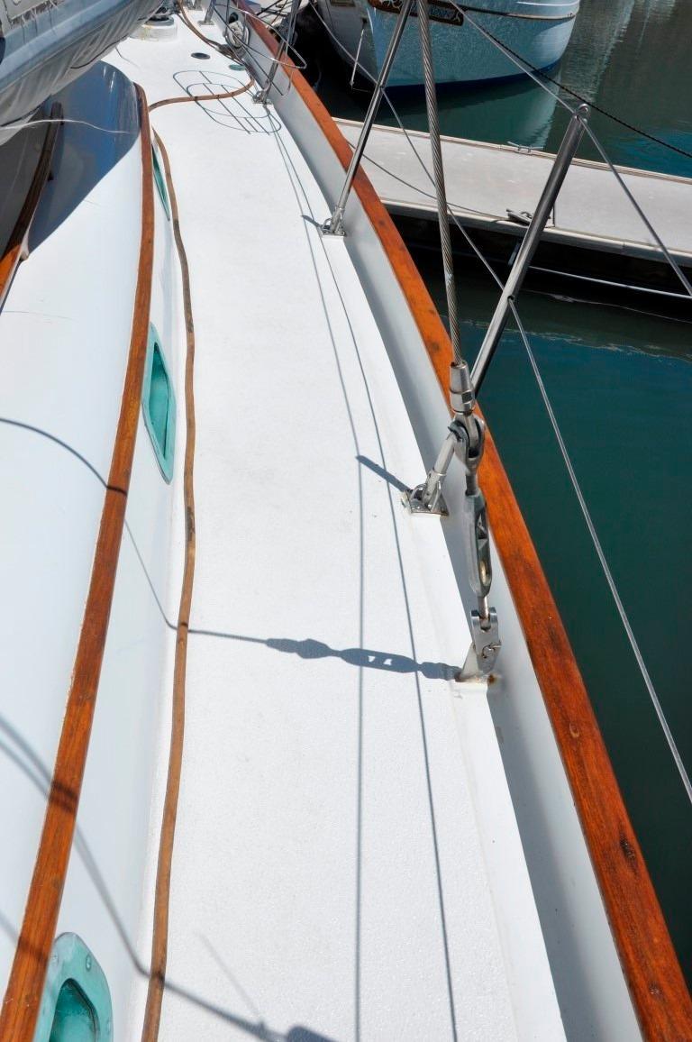 44' Kelly Peterson 44+New Decks, teak removed