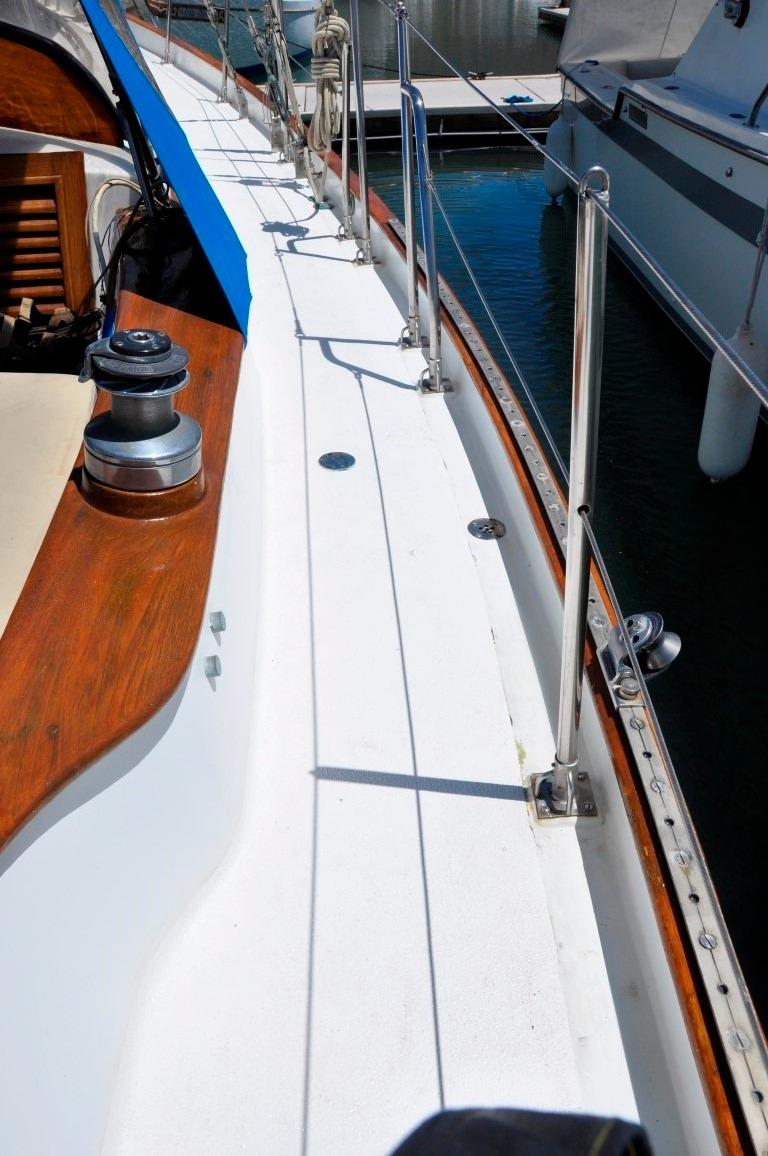 44' Kelly Peterson 44+New Decks, teak removed