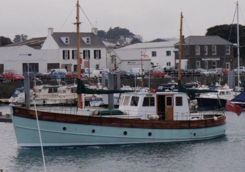 "1944 Motor Fishing Vessel MFV;Now Converted To A ""Classic"" Floating Cottage Called ""Makalu"""