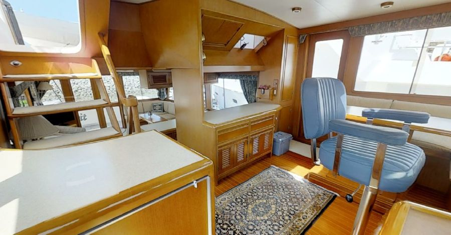 Offshore 55 Pilothouse