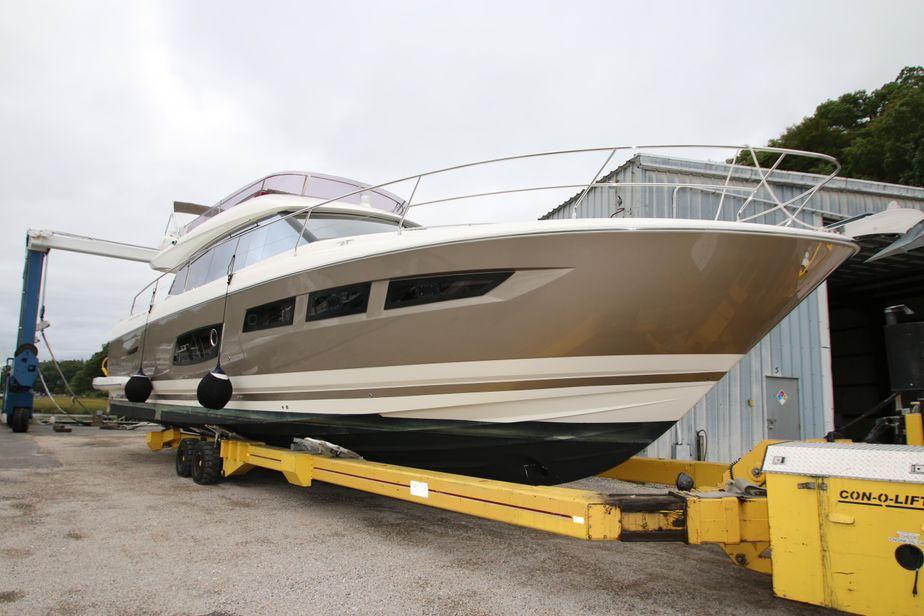 2014Prestige Yachts 550