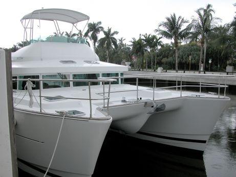 2004 Lagoon Power 43