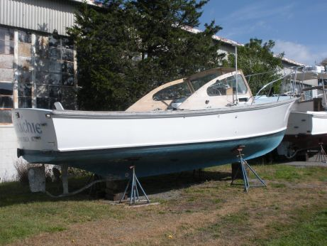 1984 Dyer 29 Flush Deck Bass Boat