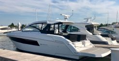 2020 Cruisers Yachts 390 Express Coupe