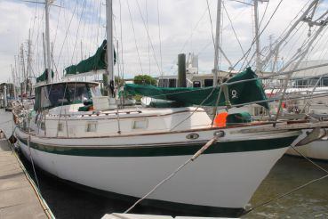 thumbnail photo 2: 1975 Gulfstar 52