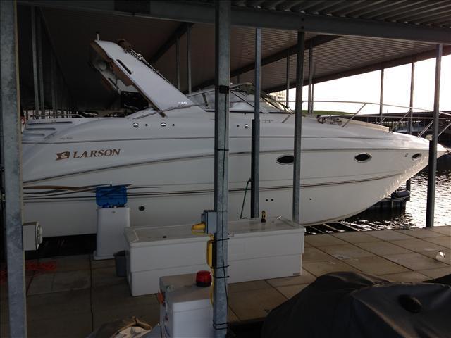 33 ft 2000 larson carbrio 330