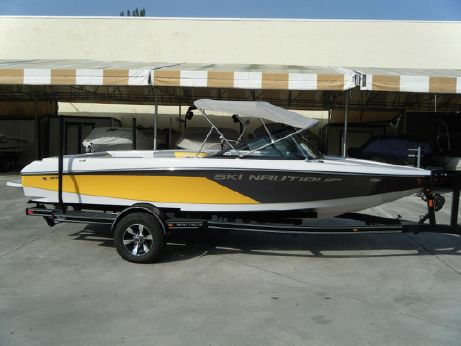2013 Nautique Ski Nautique 200 Closed Bow