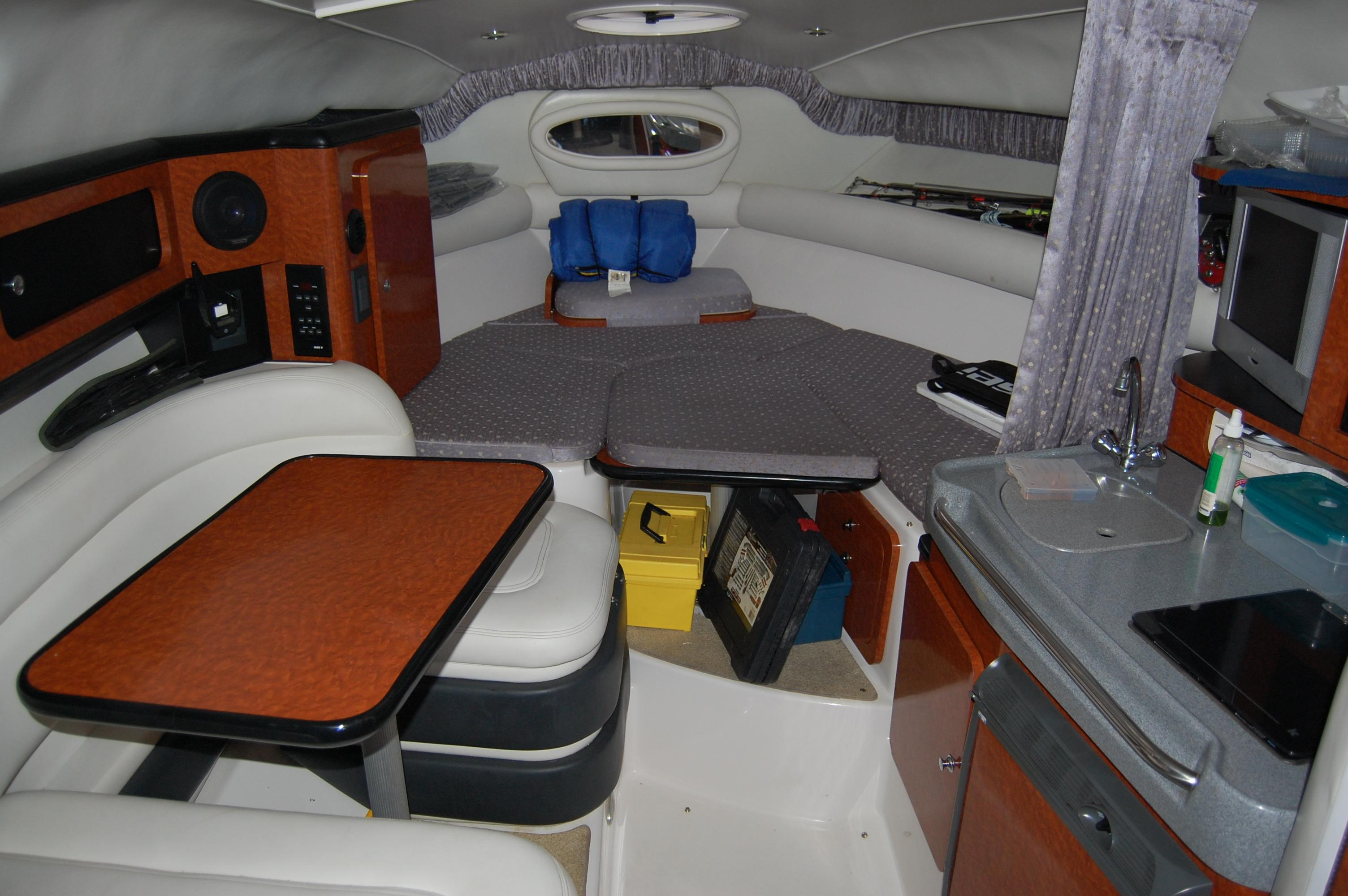 28' Wellcraft Martinique w/Trailer+Stove and sink