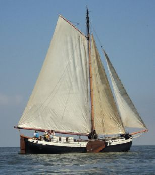 1901 Clipper sailing barge