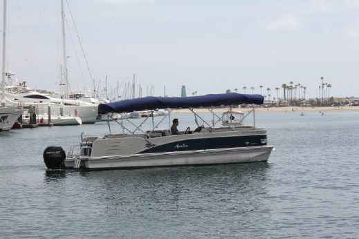 2013 Avalon Catalina Entertainer - 24'