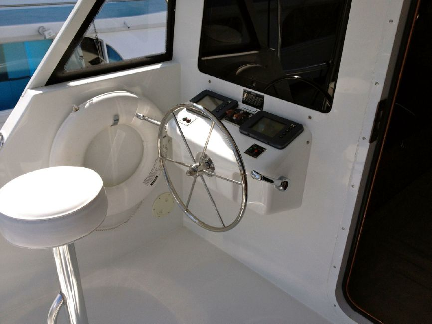 65 Hatteras Convertible Cockpit Helm