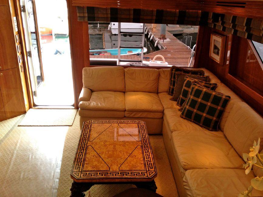 65 Hatteras Boat salon